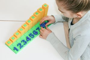 COUNTING STACKER TOY BY PLAY LEARN CONNECT